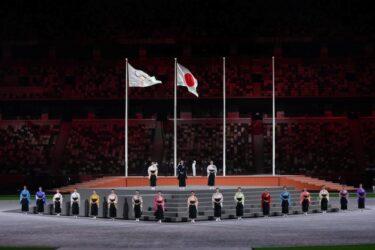 閉会式で国歌斉唱した宝塚歌劇団は誰?袴姿で美声が美しいと話題